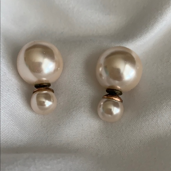 Jewelry - Pearl finished earrings